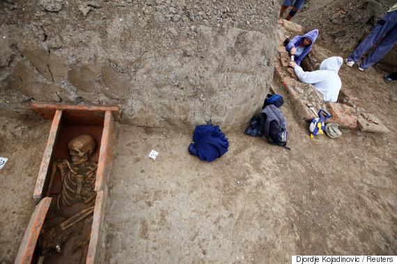 Aρχαιολόγοι ανακάλυψαν μυστηριώδη ξόρκια σε ελληνικό αλφάβητο και σκελετούς 2.000 χρόνων στη Σερβία