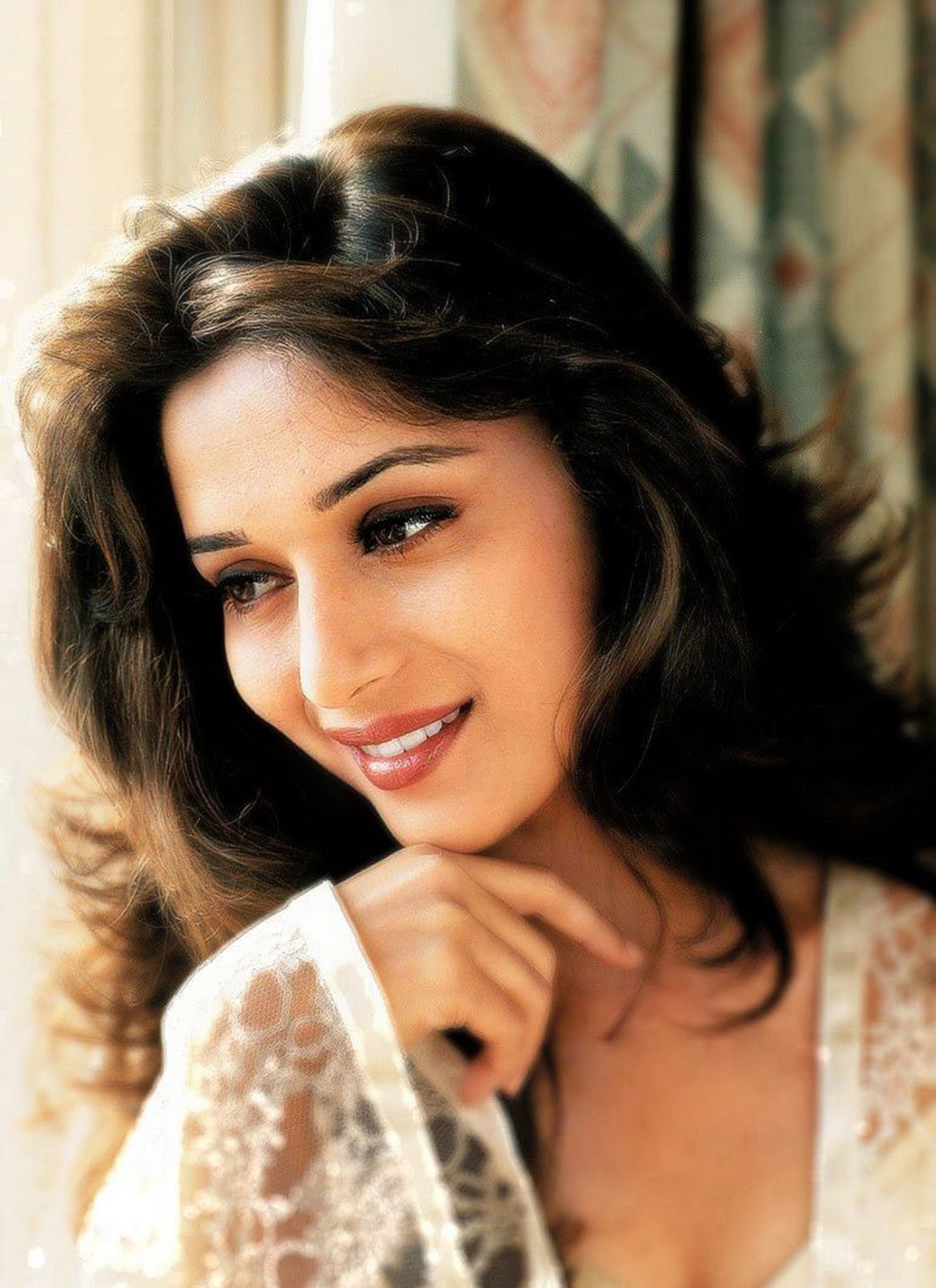 Madhuri-Dixit-Hot-Stills - Indian Movie Portal-8917