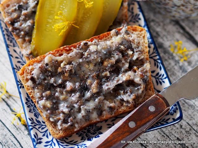 smalczyk z suszonymi grzybkami, smalec grzybowy, slonina, do chleba, smarowidlo, grzyby suszone, skwarki, chleb ze smalcem