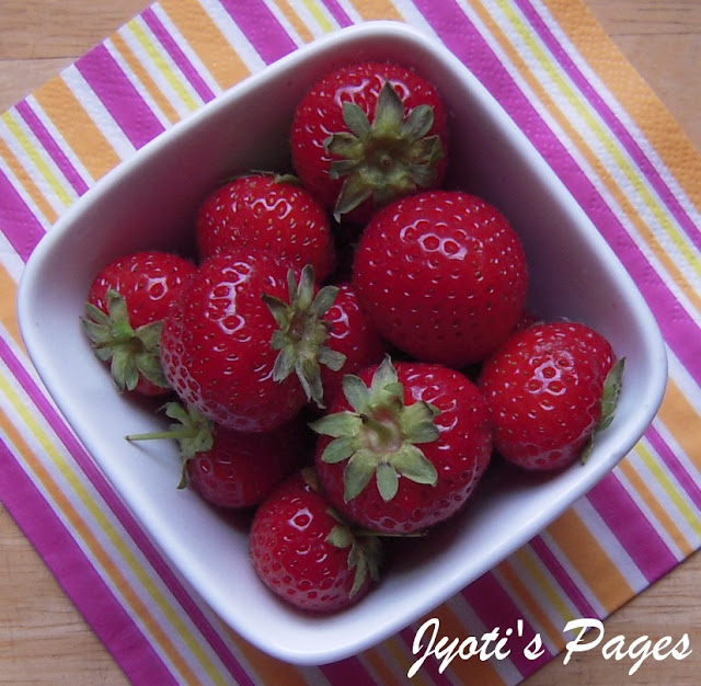 Strawberries to be used in eggless strawberry banana muffins