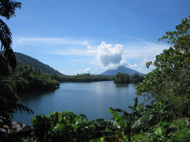 15 Tempat Wisata Terkenal yang ada di Maluku Utara -Danau Duma dan Telaga Makete