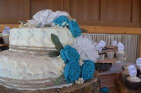 Turquoise burlap flowers on wedding cake