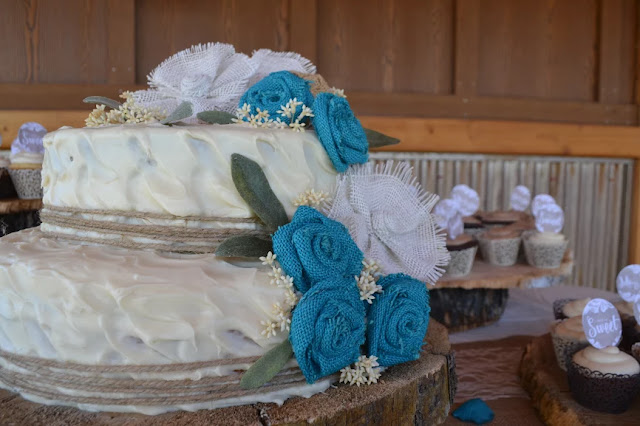 Turquoise burlap flowers on wedding cake