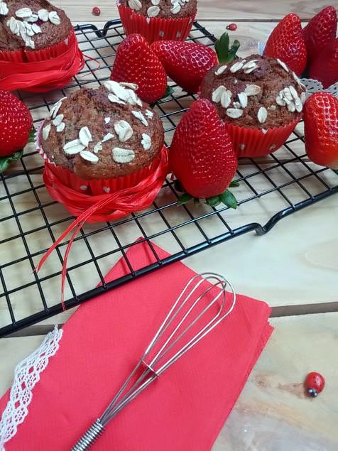 muffins fresas platano avena semillas de amapola saludables healtty fit magdalenas caseras sencillas ricas cuca desayuno merienda postre