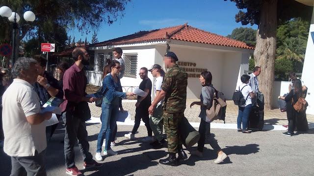 Περιοδεία μελών του ΚΚΕ στο στρατόπεδο Ναυπλίου