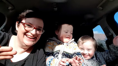 Vídeo: 50 mães e seus 50 filhos com síndrome de Down cantam para derrubar preconceitos