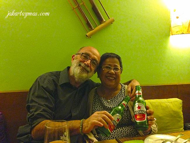 Bebiendo cerveza Bintang