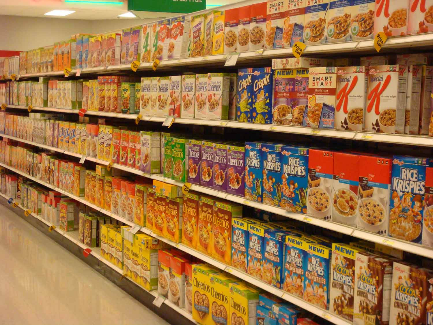cereal aisle grocery supermarket food boxes diving cereals shelves organization consumer psych mind left perfect right into local items