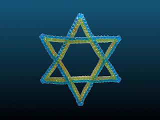étoile de David réalisée avec des fils à scoubidou