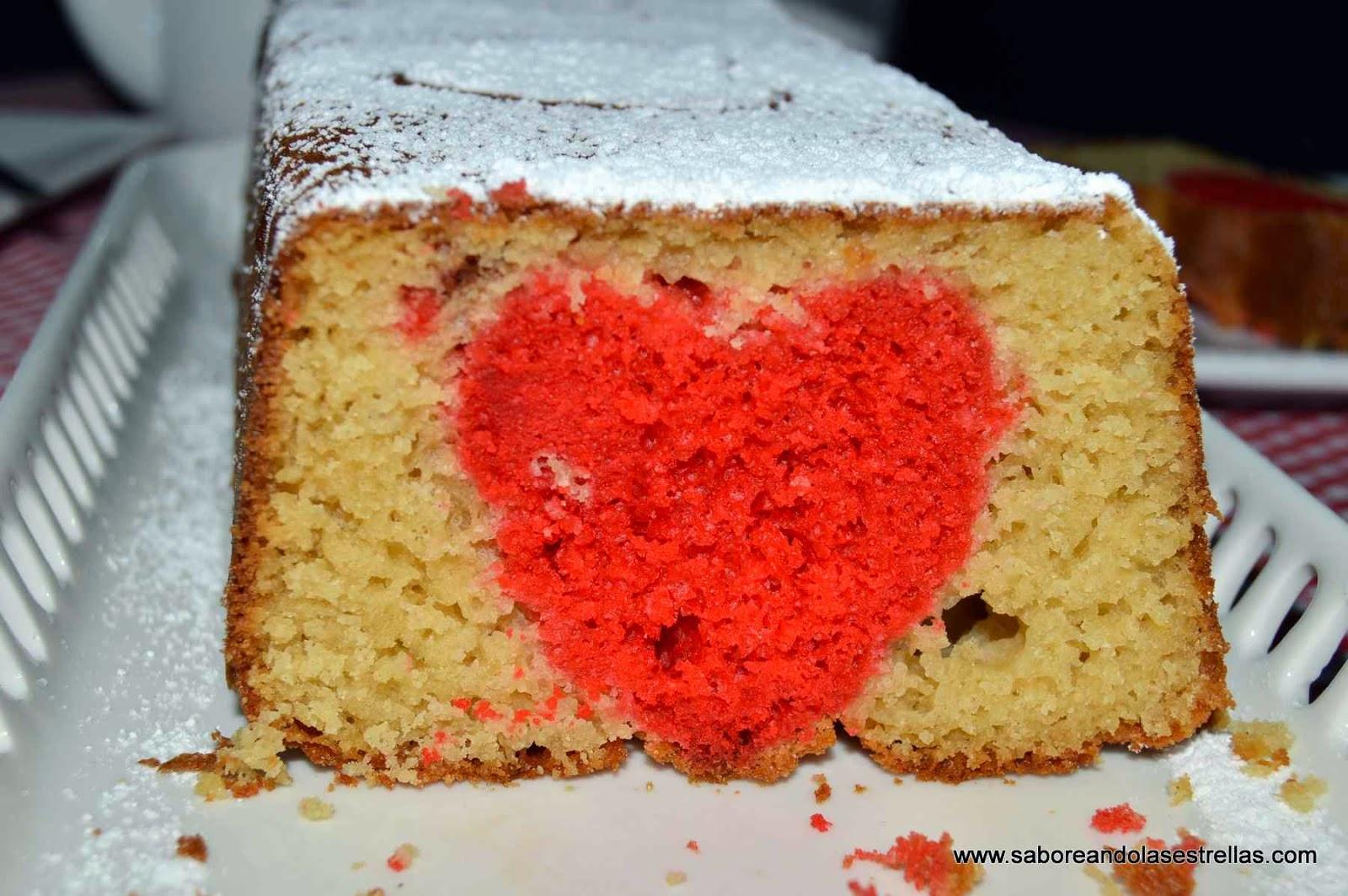 Bizcocho básico sin lactosa con corazón rojo en su centro -saboreando las estrellas-
