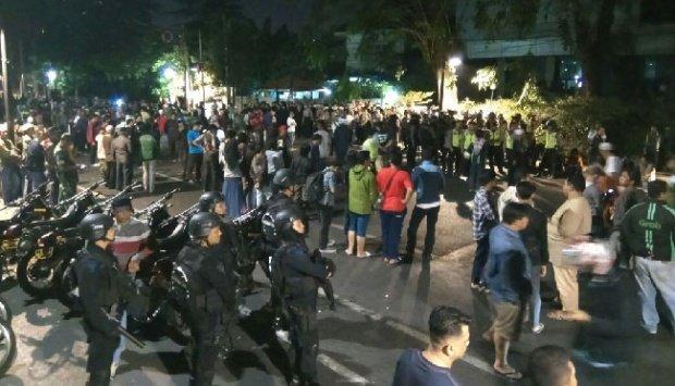 [Denny Siregar] Info Bohong Bangkitnya PKI di YLBHI untuk Menjebak Jokowi