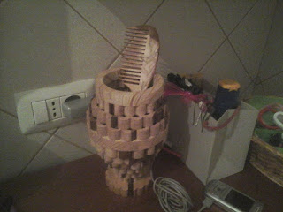 contenitore in legno da bagno con pettine realizzato con seghetto da traforo elettrico