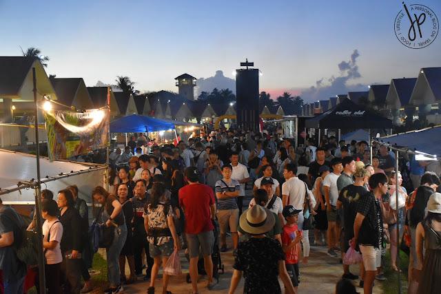 people at night market lining up at food stalls