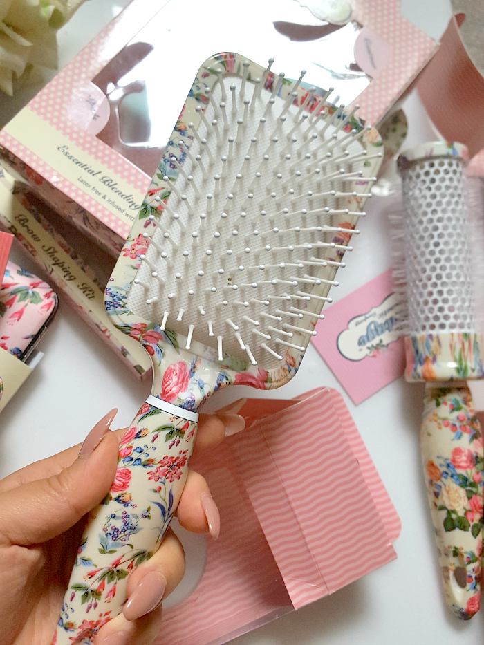 the_vintage_cosmetic_company_beauty_tools_accessories_floral_rectangular_paddle_brush