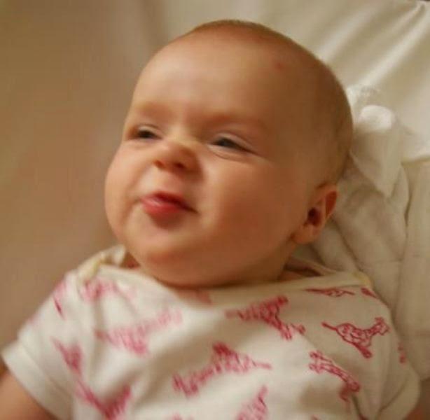 Foto Bayi Tersenyum
