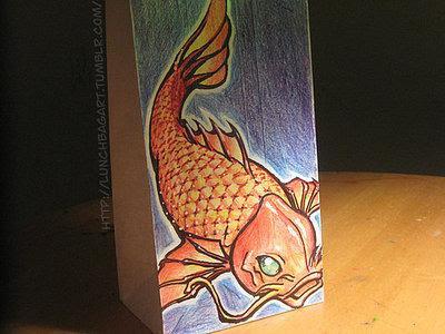 dibujo artístico  de gold fish en bolsa de papel