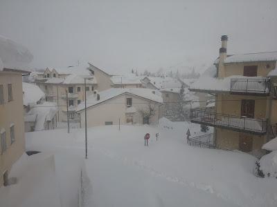 Campo di Giove, 7 gennaio 2017, la neve ha raggiunto i 2 metri di altezza