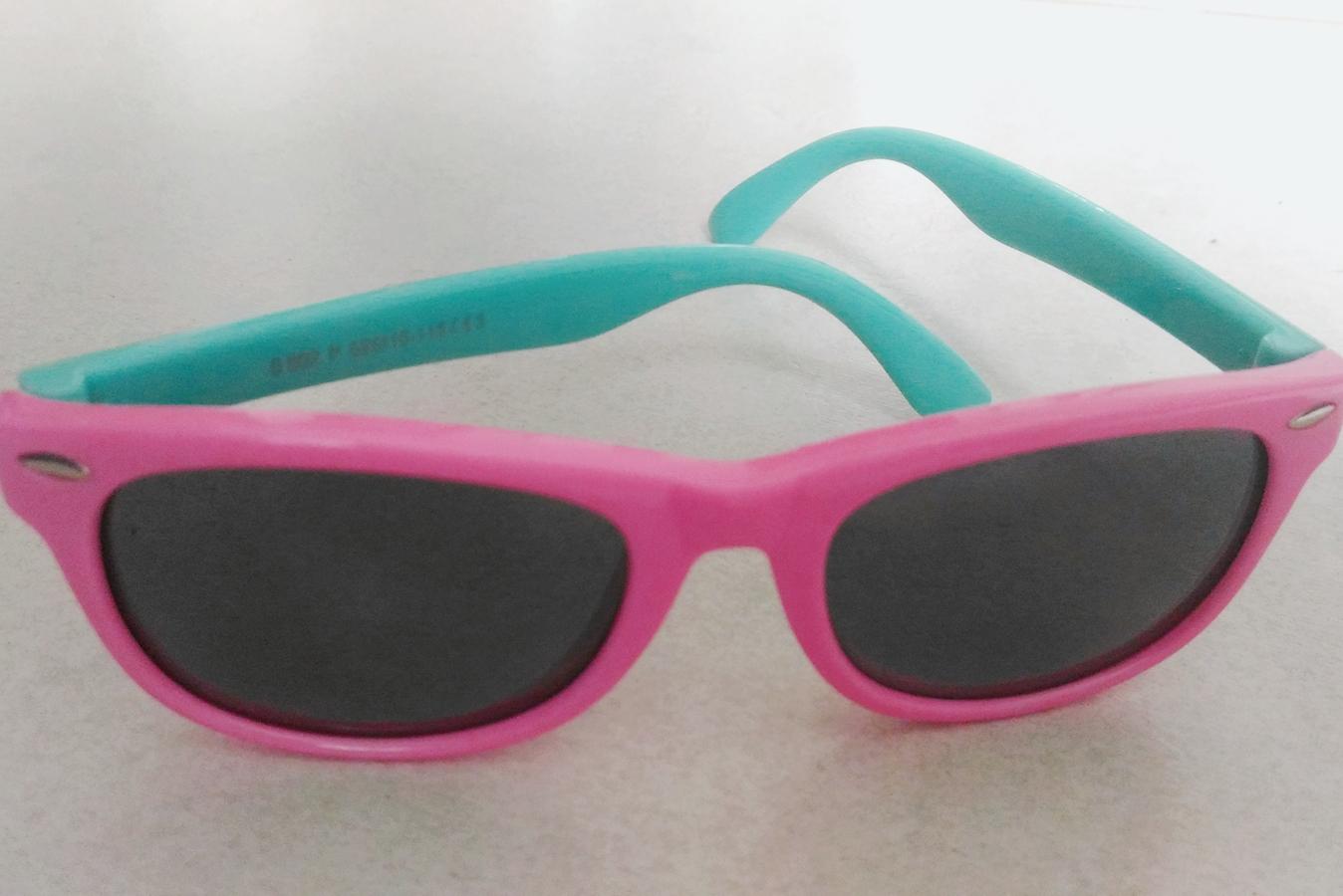 As lentes medem 4,5 centímetros de largura por 4 centímetros de altura e as  hastes medem 12 centímetros de comprimento. Este óculos ... b840157065