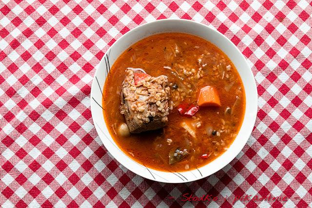 Zupa z kaszą bulgur i duszoną karkówką