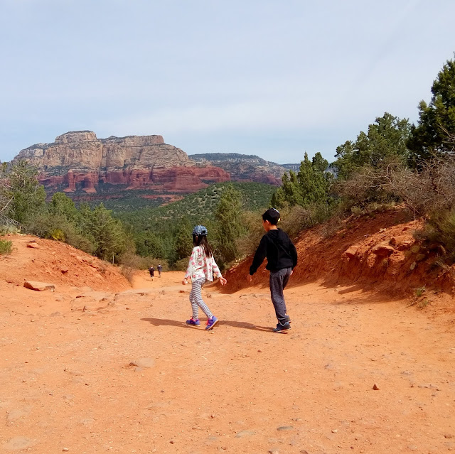 devils bridge hike in sedona, arizona