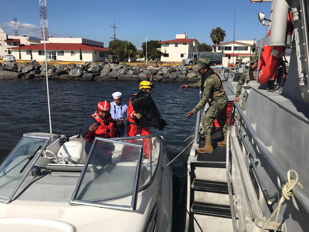 Borderland Beat: Narcos Call SEMAR Coast Guard For Rescue