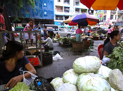 Myanmar street food in Yangon 9