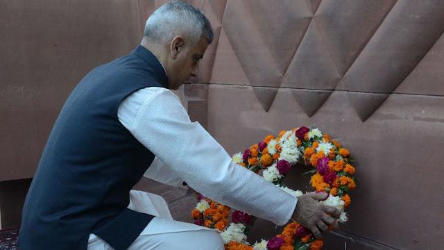 Sadiq Khan lays a wreath at the massacre memorial in Amritsar