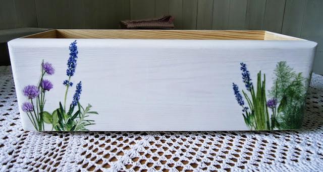 drewniana skrzynka, lawndowa skrzynka, na zioła