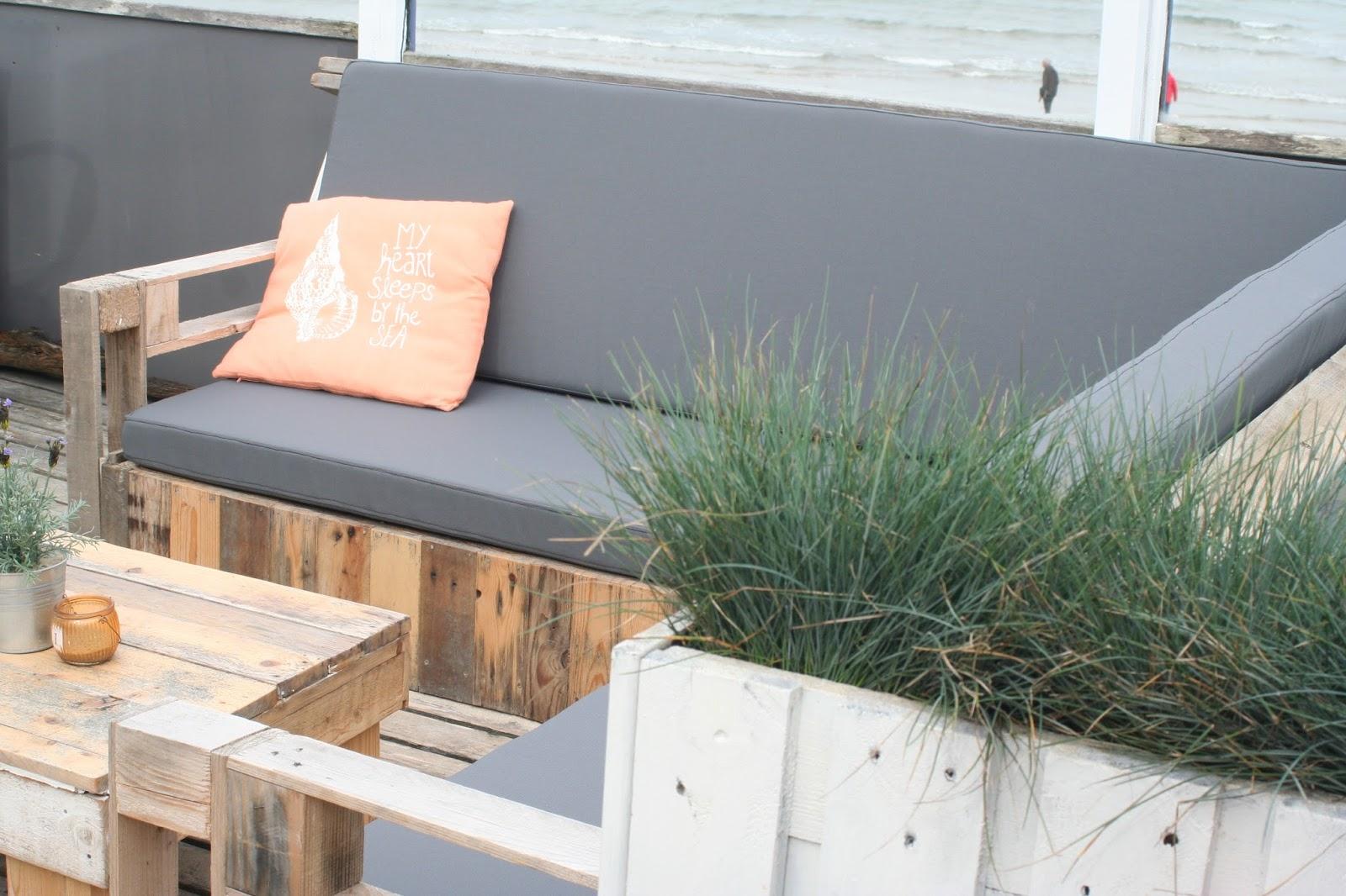 Kussens Pallet Bank : Grijze loungekussens florance van madison op een eigen gemaakte