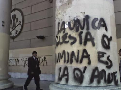 Resultado de imagen para grafitis sacrilegos en iglesias de chile