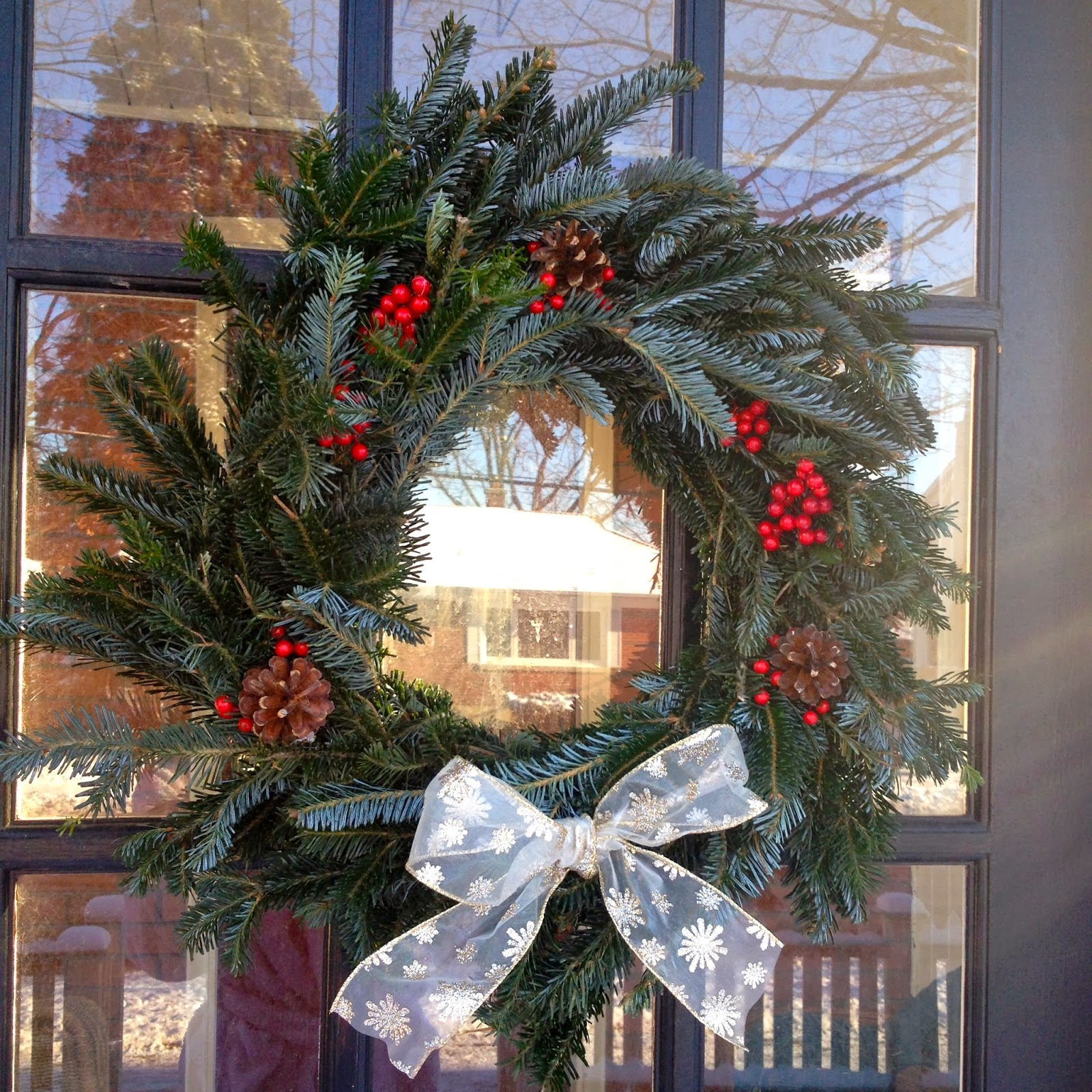 Emma Courtney: DIY: Christmas Tree Wreath