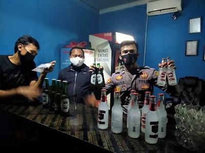 Nekat buka saat PPKM, Ratusan botol miras disita dari lokasi THM di Serang