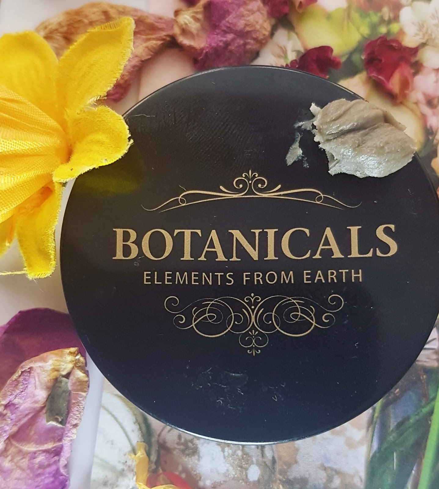 Botanicals Balancing Detox Face Mask swatch