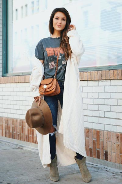 17 Fall Outfit Inspo That Will Make You Love This Season | Tee + High Rise Skinny Jeans + Ribbed Cardigan + Saddle Bag + Booties