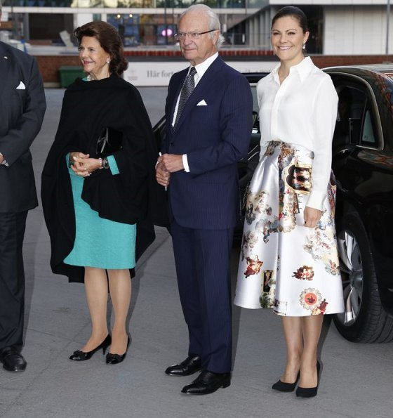 Crown Princess Victoria wore H&M Skirt, Camilla Thulin,  Yves Saint Laurent Paris pumps, carried Stella McCartney Falabella clutch