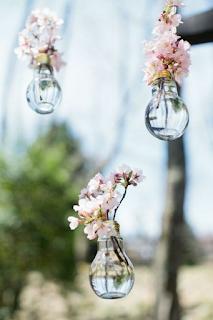recycler des ampoules usagées pour sa décoration de mariage  blog mariage www.unjourmonprinceviendra26.com