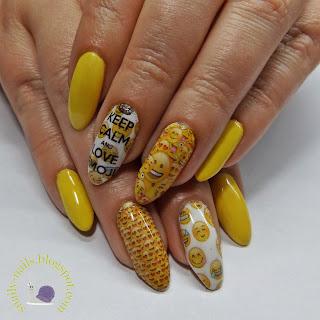 https://snaily-nails.blogspot.com/2017/07/swiatowy-dzien-emoji.html