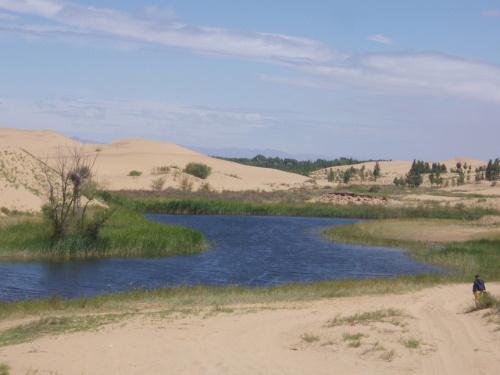 #PraCegoVer: Lago no deserto.