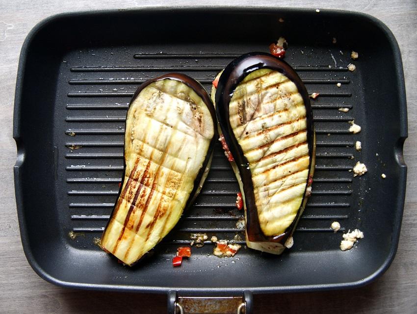 Grillowany bakłażan z fetą i papryką