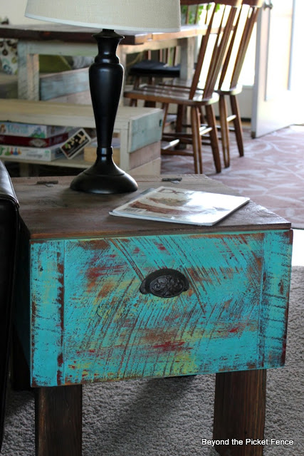 end table, drawer, paint, reclaimed wood, barn wood, paint, side table, beyond the picket fence, http://bec4-beyondthepicketfence.blogspot.com/2013/09/drawer-side-table.html