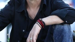 Σοκάρει γνωστός Έλληνας τραγουδιστής: «Κάπνιζα πέντε πακέτα τσιγάρα κι έπινα δύο μπουκάλια ουίσκι την ημέρα»