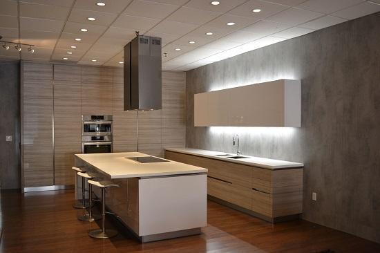 Mẫu tủ bếp Laminate mang phong cách sang trọng cho phòng bếp
