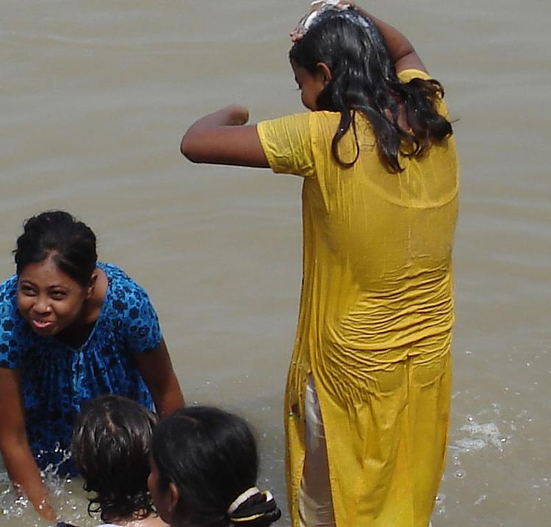 Indienne Fille Ouverte Bain