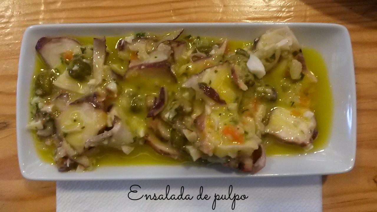 Ensalada de pulpo en Mercado Da Ribeira en Lisboa, Portugal 6
