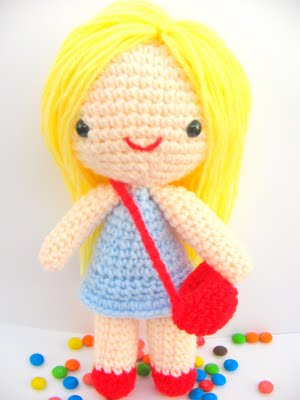 Curly-Haired Julie Amigurumi Doll [Free Crochet Pattern] | 400x300