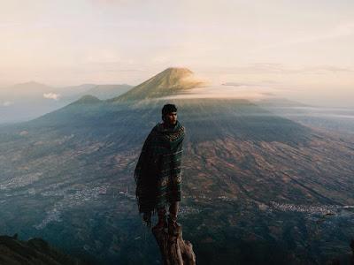 foto gunung sindoro dari gunung sumbing