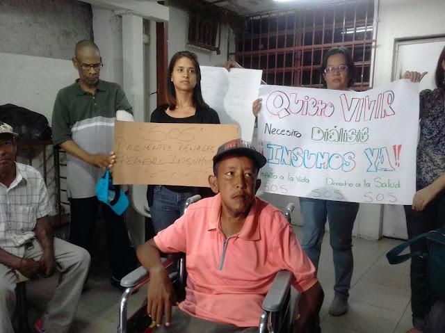 """""""Llegan insumos hoy y ya el viernes no hay"""", protestan pacientes de la Hemodiálisis Riverside"""