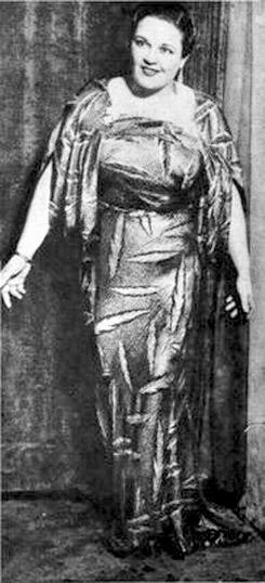 Azucena Maizani en 1936 en el teatro Liceo en la pieza Boite Rusa