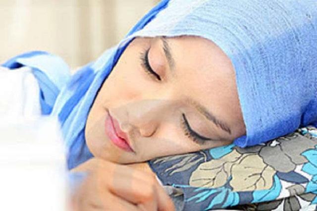 Image result for wanita berhijab sedan tidur