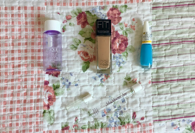 etmecrossover_blog_michele_mattos_blogger_clinique_take_the_day_off_makeup_remover_fitme_foundation_maybelline_cruelty-free_impala_esmalte_nail_polish_blue_light_valentino_valentina_perfume_zara_blackberry_day_foundation